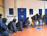 """الإحتلال يقتحم سجن """"ريمون"""""""