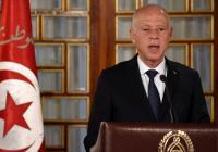 الرئيس التونسي يعلن توليه السلطة التنفيذية وتجميد البرلمان