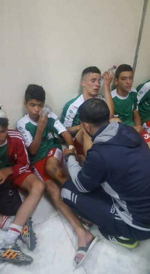 اصابة 7 من ناشئي الوحدات باعتداء على حافلتهم وادخالهم للمستشفى (صور)