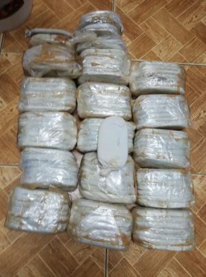 سلسلة مداهمات توقع 9 مروجي مخدرات بقبضة الامن (صور)