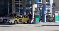 مجهولون يعتدون على موظفي محطة محروقات ويحطمون مركبة