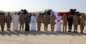 الجيش يتسلم آليات عسكرية من قطر