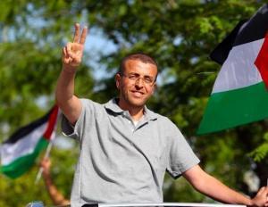 القيق : أنا محتجز في قبر ومصرّ على الإضراب