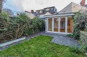 منزل للبيع في مزاد علني بسعر مبدئي «صفر»