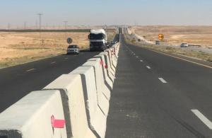 إلزام الشاحنات سلوك المسرب الأيمن على الطريق الصحراوي