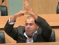 مذكرة نيابية تطالب الرزاز بتبني مشروع قانون عفو عام