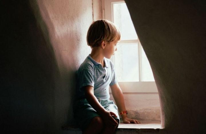 تواصل الطفل مع أقرانه يخفف الضغط النفسي لديه Image