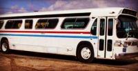 فتاة تحول حافلة قديمة لمنزل فخم (صور)