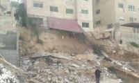 إصابة عامل بانهيار أتربة في عمان