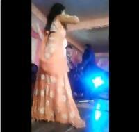 راقصة تتلقى رصاصة في وجهها خلال حفل زفاف (فيديو)
