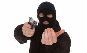 مجهولون  مسلحون يسلبون مندوب مبيعات قرب السوق المركزي