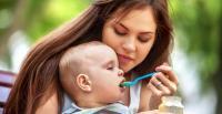 متى تباشرين في إطعام طفلك ؟