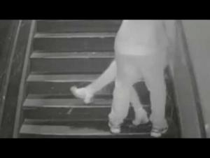 فيديو ..  مغتصب يخدر ضحيته والشرطة الأميركية تطارده
