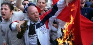 الهوليغانز الإنجليز يهددون باستهداف المسلمين