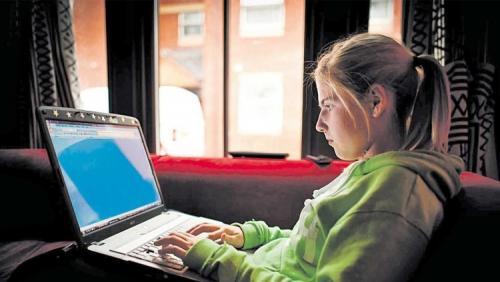 أكثر من نصف المراهقات يتعرضن للتحرش عبر مواقع التواصل الاجتماعي