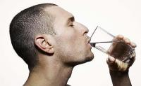 لماذا علينا شرب الماء قبل الشاي أو القهوة ؟