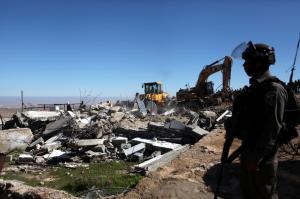 الاحتلال يهدم مطبعة ومقهى في القدس