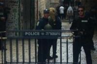 استشهاد فلسطيني قرب باب العمود و الإحتلال يحاصر المنطقة