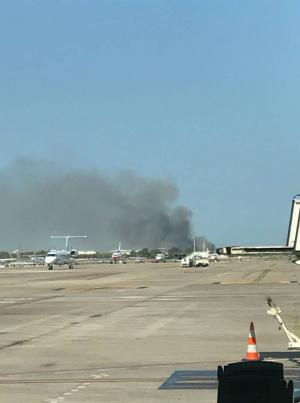 اندلاع حريق ضخم في مطار برشلونة