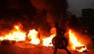 الريشة: اعمال شغب وحرق شاحنتين للفوسفات عقب مقتل مطلوب في مرج الحمام