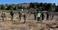 الاحتلال يستولي على بسطات الباعة المتجولين في القدس