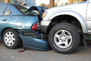 اصابة 16 شخصا بحوادث سير مختلفة