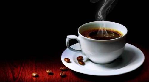 هل تناول 4 فناجين قهوة يوميا يضر بالصحة؟