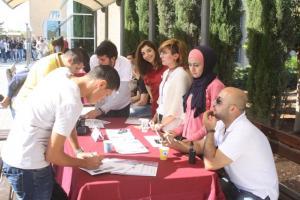 جامعة الشرق الاوسط تحتفي بطلبتها الجدد (صور)