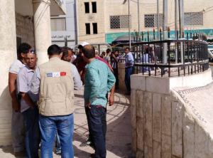 مادبا: تجار سوق الجمعة يعتصمون امام البلدية