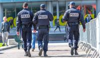 اعتقال شخص لوّح بسكين قرب مدرسة يهودية