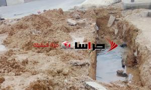 سقوط طفل داخل حفرة وسط الطريق بالزرقاء (صور)