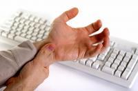 أمراض يكشف عنها الشعور بتنميل الأصابع