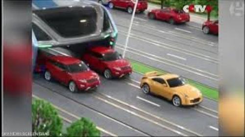 باص يبتلع السيارات في الصين (فيديو)