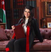 محمد الرقاد يهنئ ابنته سارة بمناسبة التخرج