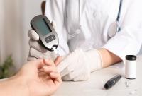علامات تدل على ارتفاع السكر بالدم  ..  تعرف عيلها
