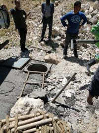فرار أصحاب صهاريج خلال مداهمة لكوادر المياه بوادي السير (صور)