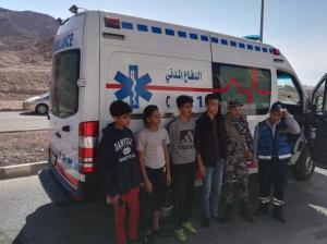 إنقاذ 4 أشخاص علقوا على قمة جبل في العقبة