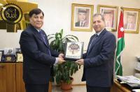 """بحث سبل التعاون بين """"عمان العربية"""" وسفارة جمهورية الباكستان"""