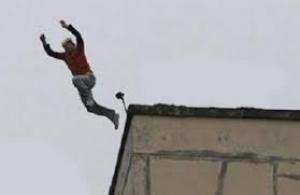 """طالب """"توجيهي"""" يحاول الانتحار بالكرك"""