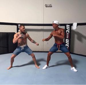 رونالدو يجرب حظه في المصارعة