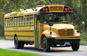 """الحكومة تقر """"النقل المدرسي"""" بالمركبات الخصوصية"""