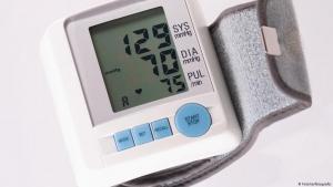 قياس ضغط الدم بدون جهاز ..  بالساعة والموبايل