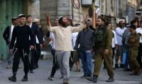 مستوطن يدهس فلسطينيا في الخليل
