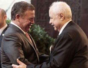 الملك يمنح أبوغزاله وسام الاستقلال من الدرجة الأولى