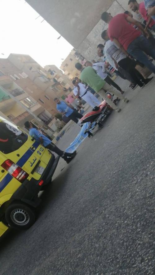 مصري يقتل زوجته في الشارع أمام طفلتيها