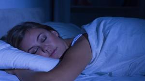 دراسة: النوم في الظلام يحمي النساء من سرطان الثدي!