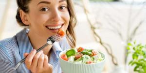 9 أطعمة تجنّبيها في الغذاء لصحة أفضل