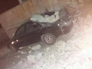 انهيار جدران تحطم عدة مركبات في عمان والزرقاء (صور)