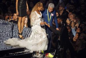 بيونسيه تحصد لقب أفضل فيديو موسيقي متفوقة على مايكل جاكسون.