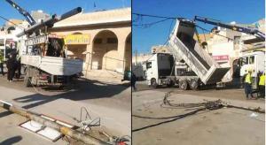 """سقوط أعمدة ضغط عالي على مركبات في إربد بسبب """"قلاب"""""""